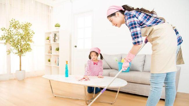 Draf RUU ketahanan keluarga menuai polemik, salah satunya karena dianggap mengotak-kotakan peran istri di rumah tangga. Bagaimana reaksi masyarakat?