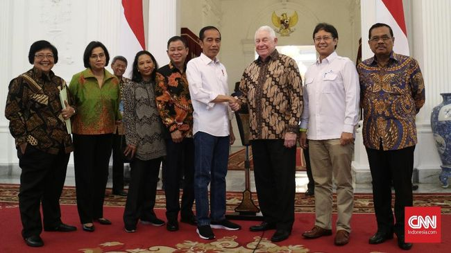 Presiden Joko Widodo menyebut keberhasilan membeli mayoritas saham Freeport adalah bukti dirinya bukan kepanjangan antek asing.