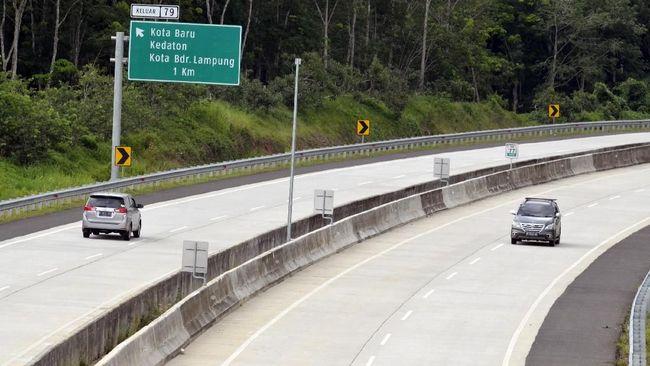 Direktorat Lalu Lintas (Ditlantas) Polda Lampung menggunakan speed gun untuk menindak pengemudi di jalur tol yang melebihi kecepatan di atas 100 km/jam.