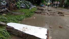 TNI-Polri Diterjunkan untuk Perbaikan Jalan Usai Tsunami