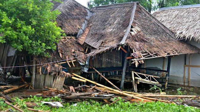 Belasan rumah di Bantul, Yogyakarta rusak setelah diterjang hujan yang disertai angin kencang dan menyebabkan kerugiah hingga puluhan juta