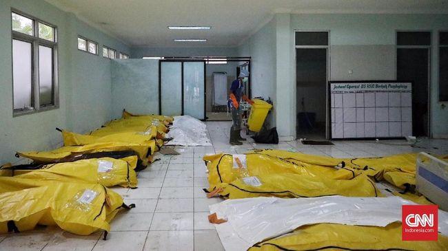 Delapan korban meninggal tsunami di Banten yang belum teridentifikasi yakni lima orang pria, dua jenazah perempuan dewasa dan satu jenazah anak perempuan.