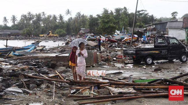 Data korban bencana tsunami Selat Sunda hingga Senin (24/12) pukul 17.00 WIB tercatat 373 orang meninggal dunia, 1.459 orang luka-luka, dan 128 orang hilang.