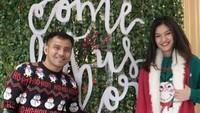 <p>Keluarga Judika dan Duma Riris Silalahi memilih merayakan Natal di Hong Kong. Pantas saja mereka memakai baju hangat semua ya, Bun. (Foto: Instagram @jud1ka)</p>
