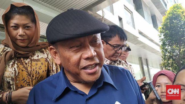 Tokoh 212 yang juga caleg PAN Eggi Sudjana ditetapkan polisi sebagai tersangka dugaan makar terkait orasinya di kediaman Prabowo Subianto pada 17 April lalu.