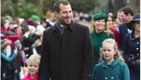 <p>Savanah dan Isla, yang sering bermain bareng Pangeran George dan Putri Charlotte, datang juga bersama sang ayah, Peter Philips. (Foto: Istimewa)</p>