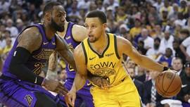 FOTO: Kemenangan Mahal Lakers di Hari Natal, LeBron Cedera