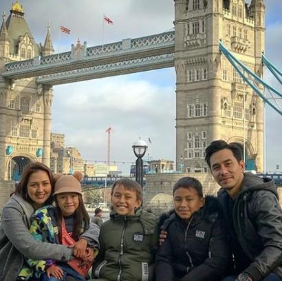 Quality Time Sehat Ala Darius Sinathrya dan Keluarga