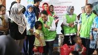 """<p>Beliau datang untuk menghibur sekaligus memastikan bahwa para perempuan dan anak-anak korban<a href=""""https://news.detik.com/berita/4361370/sore-di-palu-dan-donggala-gempa-tsunami-dan-likuifaksi"""" target=""""_blank"""">tsunami</a> sudah mendapat penanganan yang layak. (Foto: Humas Kementrian PPPA)</p>"""