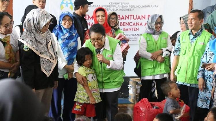 Menteri Pemberdayaan Perempuan dan Perlindungan Anak (PPPA), Yohana Yembise pun ikut berbela sungkawa atas tsunami yang melanda pesisir pantai di Selat Sunda.