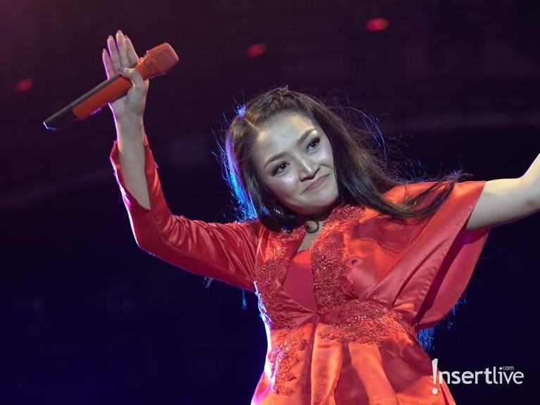 Siti Badriah berada di puncak keterannya saat mengeluarkan lagu Lagi Syantik yang menjadi sangat populer.