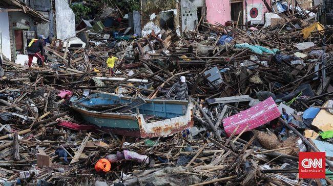 Tsunami Selat Sunda menelan 431 korban tewas, ribuan luka, belasan hilang, dan puluhan ribu orang mengungsi.