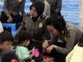 Tangis Pengungsi Dengar Nyanyian Bocah Korban Tsunami Lampung