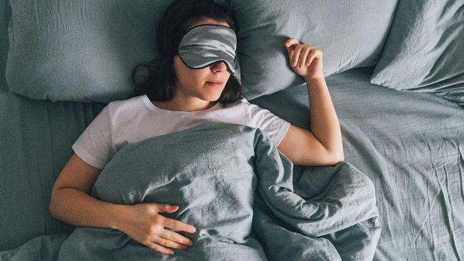 Saat tidur, tubuh akan beristirahat. Namun, berkeringat saat tidur di malam hari bisa jadi penanda adanya masalah pada tubuh.