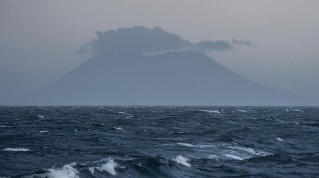 Ahli vulkanologi Surono menilai fenomena letusan enam gunung api di Indonesia dalam waktu hampir bersamaan hari ini hanyalah sebuah kebetulan.