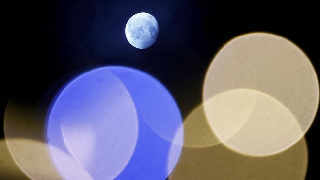 Dalam foto-foto unik pilihan CNNIndonesia.com pekan ini, ada bulan purnama di Macedonia, ornamen-ornamen di Turki, dan peringatan tsunami di India.