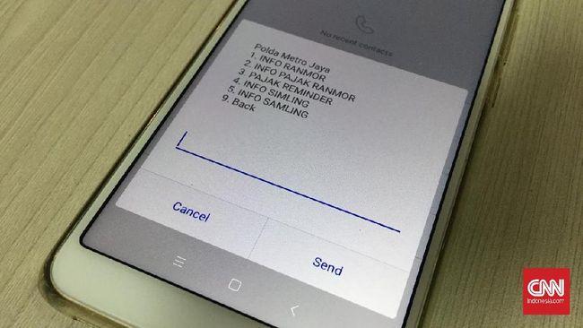Menggunakan sistem USSD *368*1# untuk pengguna Telkomsel dan XL, di dalamnya ada pilihan menu yang membuka informasi soal identitas dan pajak kendaraan.