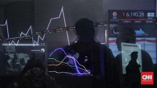 IHSG bergerak menguat ke zona hijau pada perdagangan Selasa (19/11). Sektor industri dasar memimpin penguatan sebesar 1,25 persen.
