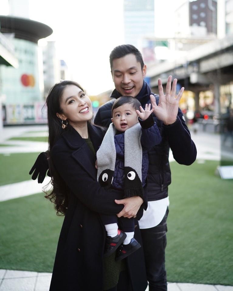Jepang memang benar-benar menjadi negara yang berarti untuk pasangan ini. Pasalnya dua tahun lalu, Sandra Dewi dan Harvey Moeis menggelar resepsi bak di Negeri Dongeng di Disneyland Tokyo.