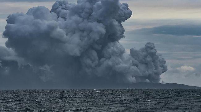 Mbah Rono tidak percaya letusan Gunung Anak Krakatau bisa menimbulkan tsunami. Menurutnya ukuran Gunung Anak Krakatau terlalu kecil untuk memicu tsunami.