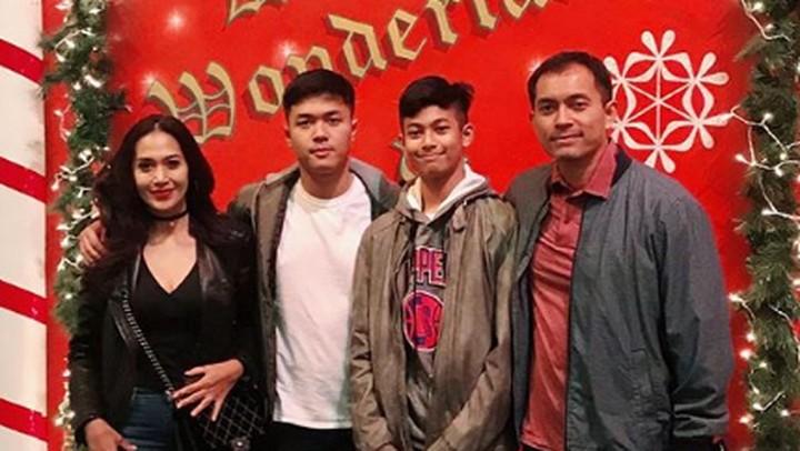 Diah Permatasari mengajak keluarga traveling ke luar negeri. Berikut 6 potret traveling Pemeran utama Si Manis Jembatan Ancol itu bersama keluarganya.