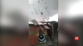 VIDEO: Angin Puting Beliung Cirebon Rusak Dua Desa