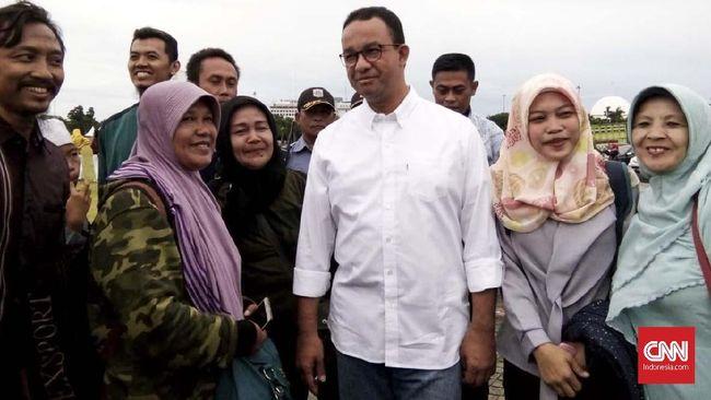 Gubernur DKI Anies Baswedan akan mengoreksi lebih dahulu pergub soal pelarangan kantong plastik sebelum mengesahkannya agar ibu rumah tangga punya alternatif.