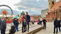 Sejak langit masih terang, Titi Kamal dan keluarga sudah menikmati suasana di Kota Berlin. (Foto: Instagram @titi_kamall)