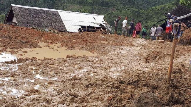 Evakuasi Korban Longsor di Sukabumi Terhalang Cuaca