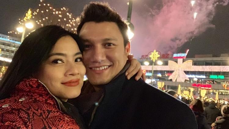 Titi Kamal berbulan madu lagi bersama suaminya, Christian Sugiono. Ia pun membagi tips andalannya saat anaknya tak mau ditinggal pergi.