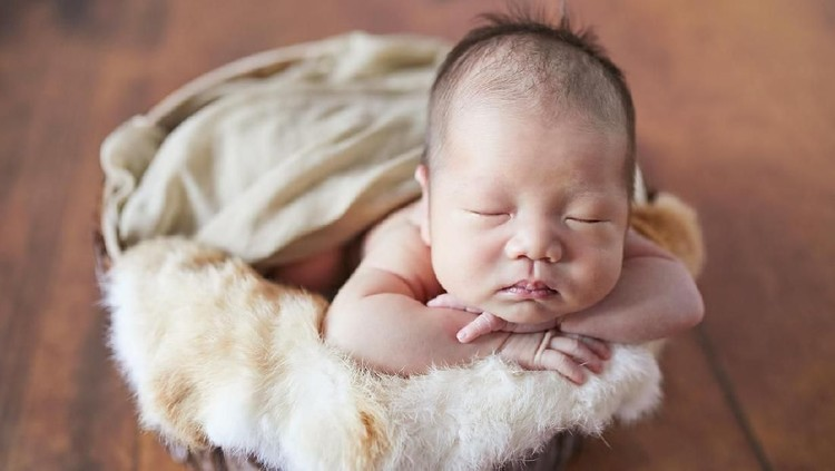 Close-up of a newborn sleeping at small bed. ( Baby born 11 days )