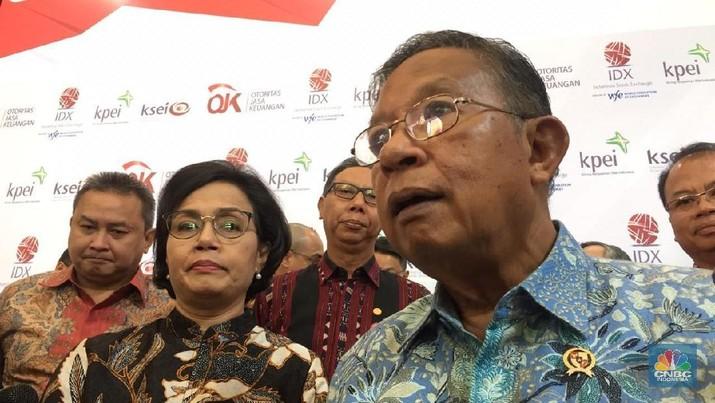 Menteri Koordinator Bidang Perekonomian Darmin Nasution saat pembukaan perdagangan BEI 2019 (CNBC Indonesia/Bernhart Farras)
