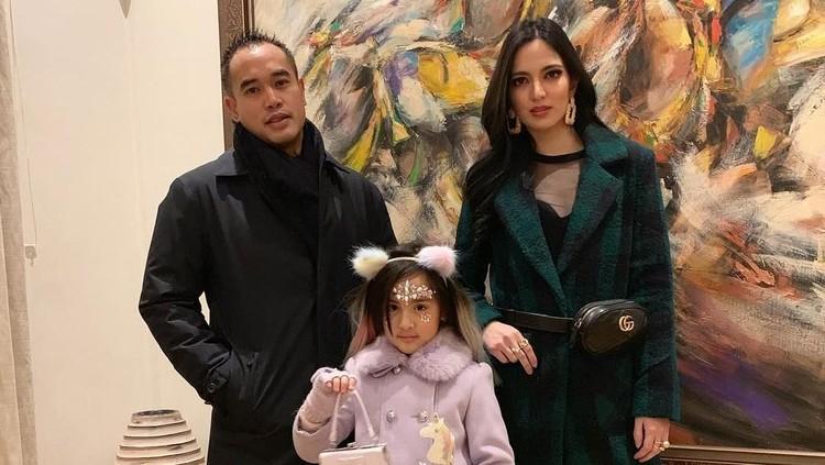 Putri pertama Nia Ramadhani dan Ardi Bakrie, Mikha, sedih karena sang papa tak bisa hadir di kompetisi yang diikuti. Sebuah surat pun ditulis Mikha untuk Ardi.