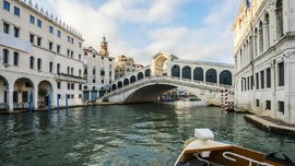 Kota Venesia Ditutup Demi Penjinakan Bom Perang Dunia II
