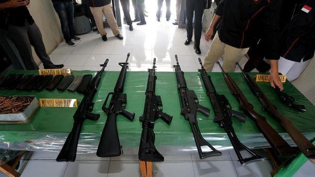 Terduga pemasok senjata ke KKB alias OPM, Neson Murib ditangkap di Bandara Puncak Jaya, saat hendak menuju Timika, Papua. Neson membawa uang tunai Rp370 juta.