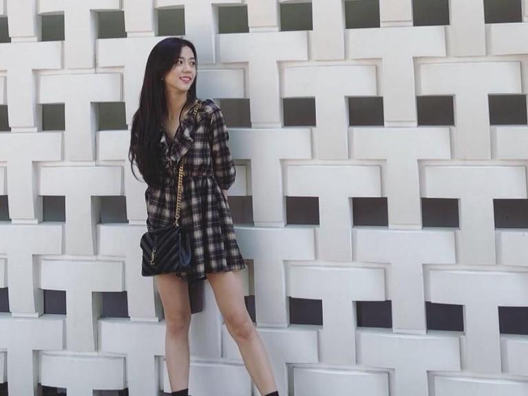 Salah satu anggota BlackPink, Kim Jisoo, genap berusia 24 tahun pada Kamis (3/1). Berikut Insertlive sajikan enam foto Jisoo yang pastinya sangat cantik.