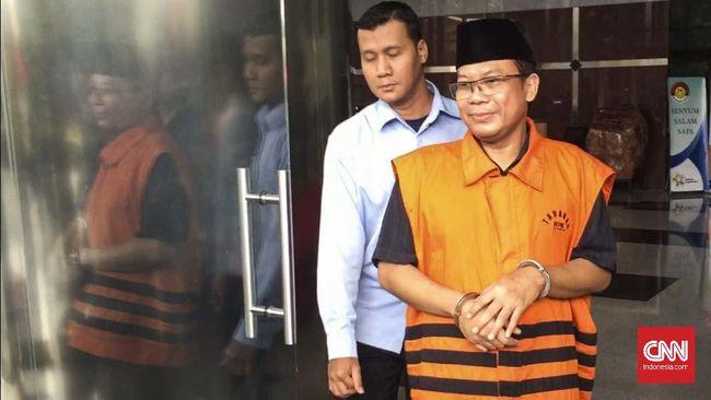 KPK memperpanjang masa penahanan Politikus PAN Taufik Kurniawan untuk kedua kali selama 30 hari terkait kasus dugaan suap DAK Kebumen.