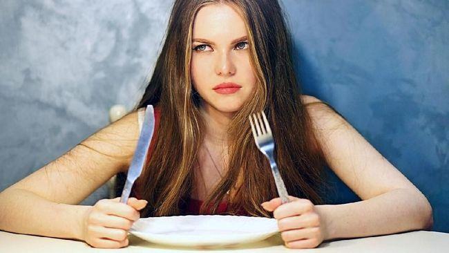Menurunkan berat badan bukan soal mengurangi atau melewatkan waktu makan. Ada beberapa mitos diet yang terus berkembang dan masih dipercayai banyak orang.