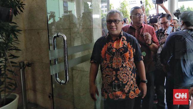 KPU akan mengumumkan nama-nama caleg yang berstatus mantan narapidana berbagai kasus hukum, Selasa (29/1) malam.