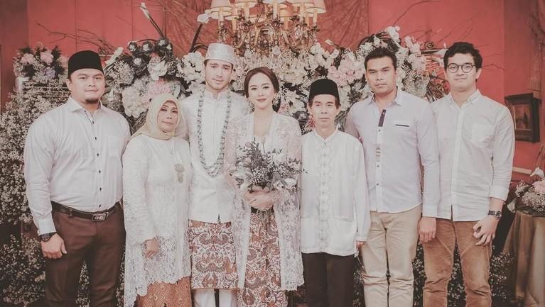 Pernikahan Aura dan Eryck berlangsung di Rumah Kertanegara, Kebayoran Baru, Jakarta Selatan pada 22 Desember 2018.