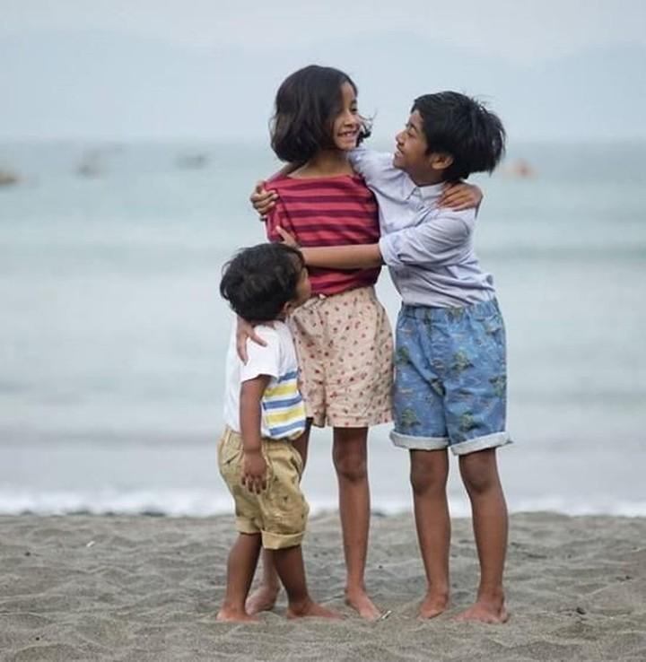Putri kedua Widi Mulia dan Dwi Sasono ini memiliki bakat mengagumkan untuk anak seusianya. Simak yuk, keseharian Widuri bersama adik dan sang kakak.