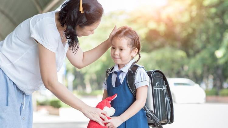 Anak sudah sekolah, Bun? Sebenarnya, di usia berapa sih mereka sudah bisa mulai diajari tanggung jawab?