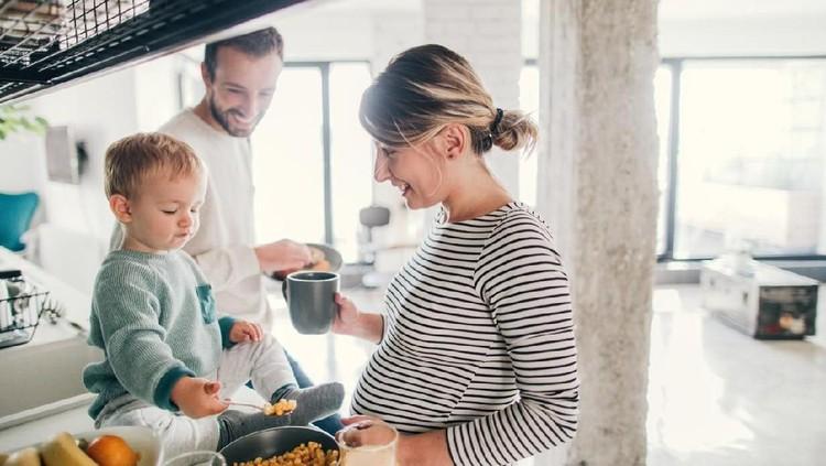 Hindari beberapa makanan ini jika Bunda tak ingin keguguran di usia dini kehamilan.