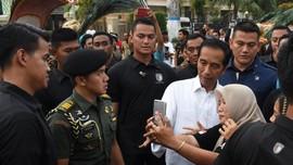 Pedagang Nasi Uduk Curhat ke Jokowi Sering Diutang Pembeli