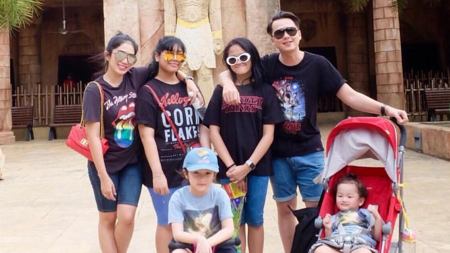 Respons Andhika Pratama Saat Ketahuan Merokok oleh Anak-anaknya