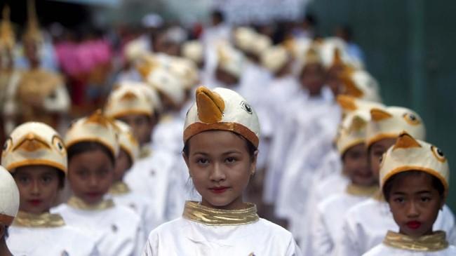 Rezim ultra-Maoist Khmer Merah yang dikenal brutal menguasai Kamboja pada 1975 sampai 1979. Kini mereka menatap masa depan, tanpa melupakan kenangan kelam.