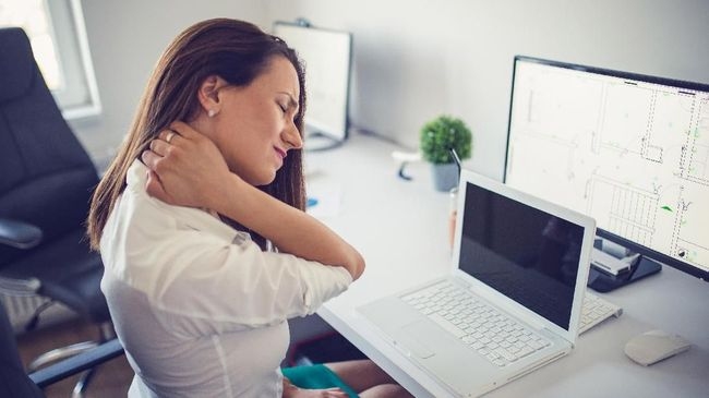 Sakit leher sebelah kanan lumrah dialami banyak orang. Berikut beberapa penyebabnya.