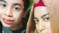 """<p><em>Cute</em> mana, nih? Bunda <a href=""""https://hot.detik.com/celeb/d-3821371/baru-nikah-jane-shalimar-dan-suami-sudah-pisah"""" target=""""_blank"""">Jane Shalimar </a>atau Zarno? (Foto: Instagram/ @janeshalimar_1) </p>"""