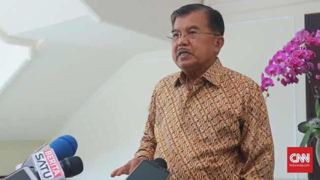 Wapres Jusuf Kalla menilai wajar seorang menteri menyimpan uang di ruang kerjanya, meski dia berharap Menteri Agama Lukman Hakim tak terlibat kasus Romi.