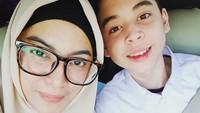 <p>Menurut Bunda gimana? Zarno mirip dengan sang bunda tercinta nggak? (Foto: Instagram/ @janeshalimar_1) </p>